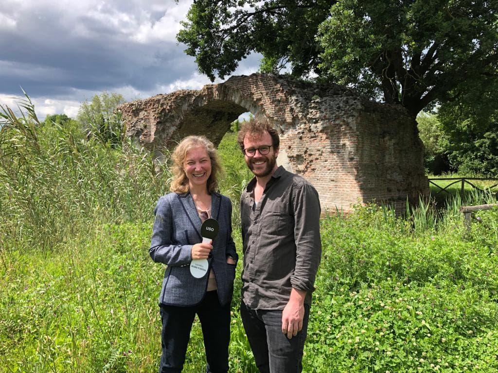 Cristina Ravara Montebelli intervistata da giornalista Teun De Voeght al Ponte di San Vito, 2019